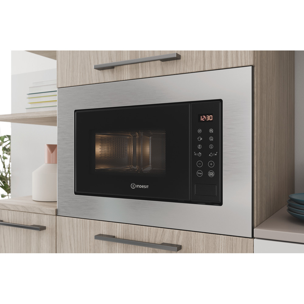 Indesit Four micro-ondes Encastrable MWI 120 GX Stainless Steel Electronique 20 Micro-ondes + gril 800 Lifestyle perspective open