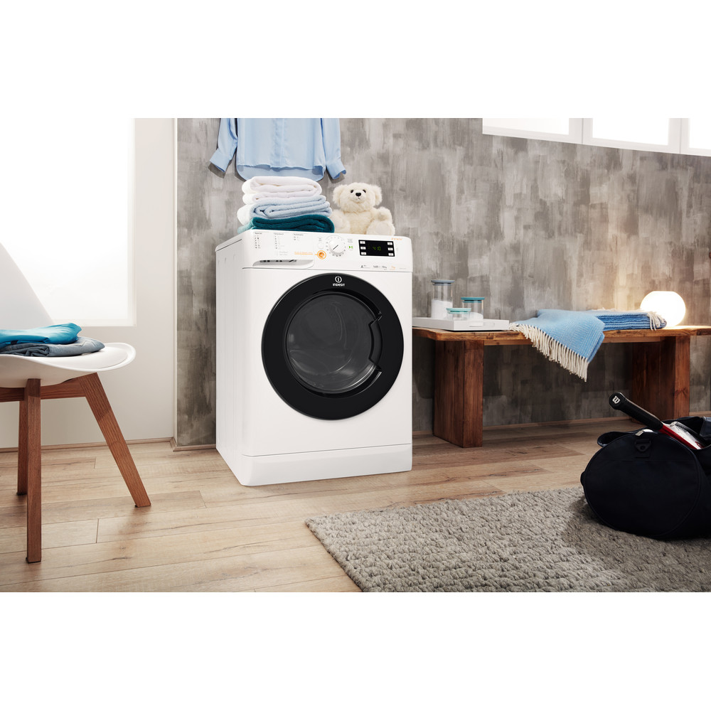 Indesit Kuivaava pesukone Vapaasti sijoitettava XWDE 1071481XWKKK EU Valkoinen Edestä täytettävä Lifestyle perspective