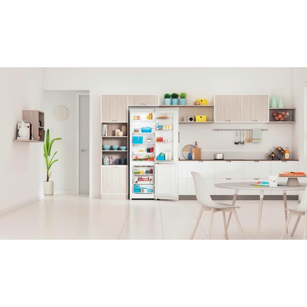 Indesit Холодильник с морозильной камерой Отдельностоящий ITR 5200 W Белый 2 doors Lifestyle frontal open