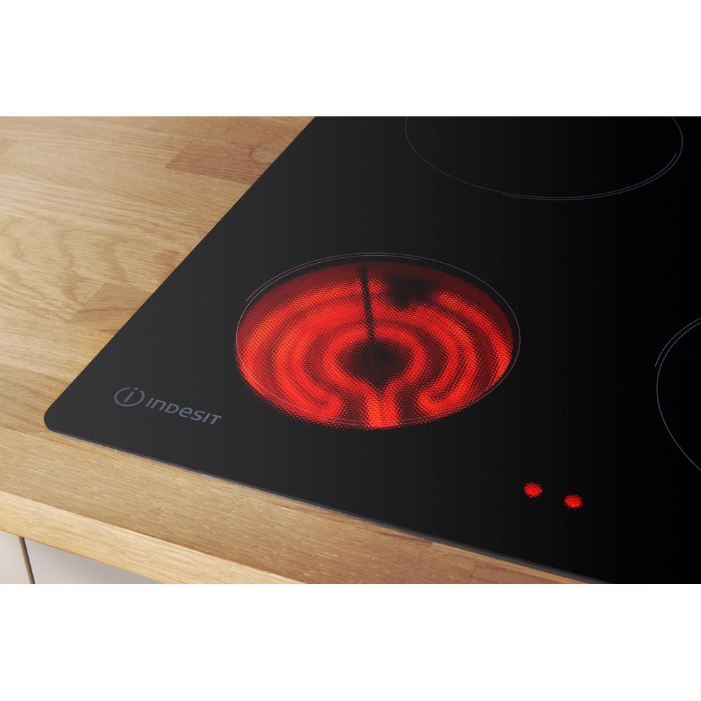 Indesit HOB RI 860 C Black Radiant vitroceramic Lifestyle detail