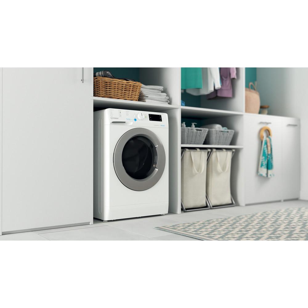 Indesit Kombineret vaskemaskine/tørretumbler Fritstående BDE 861483X WS EU N Hvid Frontbetjent Lifestyle perspective
