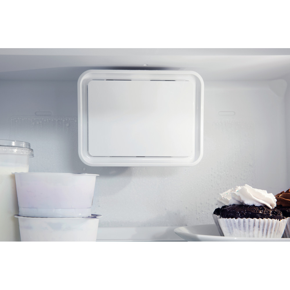 Indesit Combinazione Frigorifero/Congelatore Da incasso IND 400 Bianco 2 porte Lifestyle detail