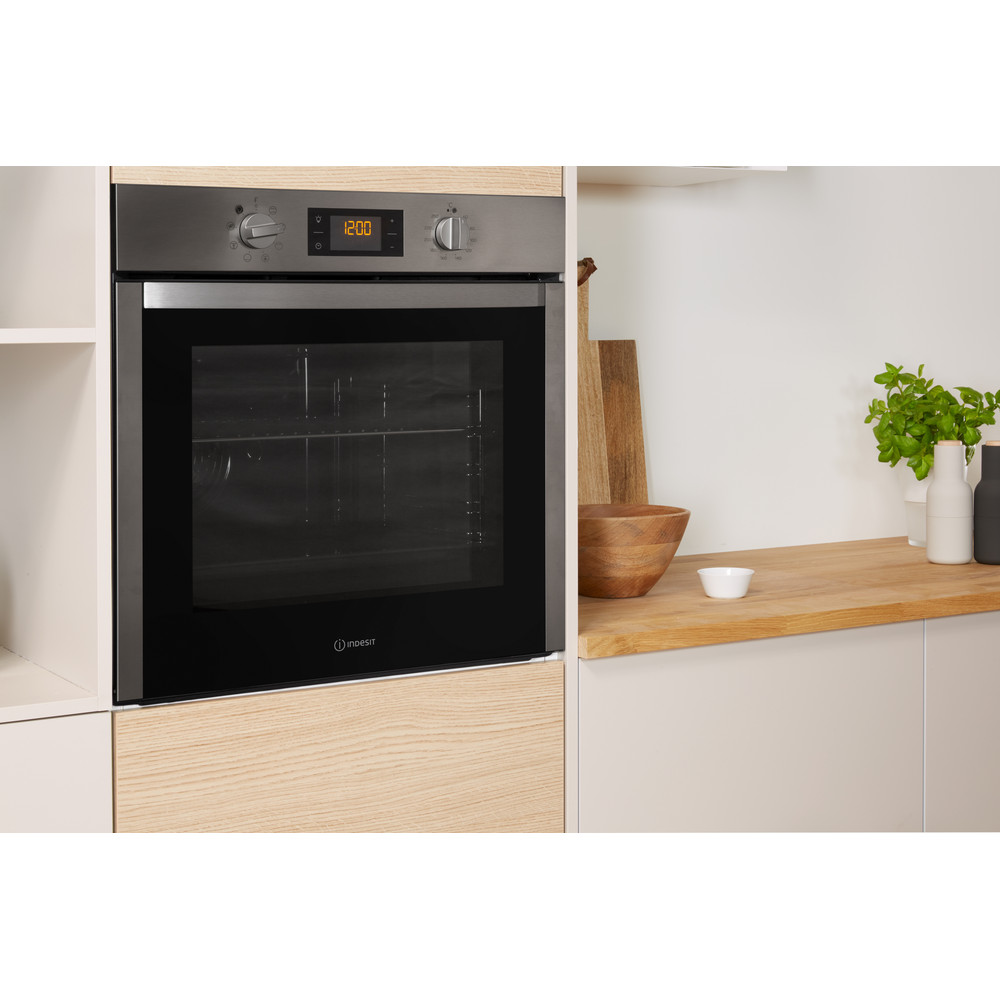 Indesit OVEN Built-in DFW 5544 C IX UK Electric A Lifestyle perspective