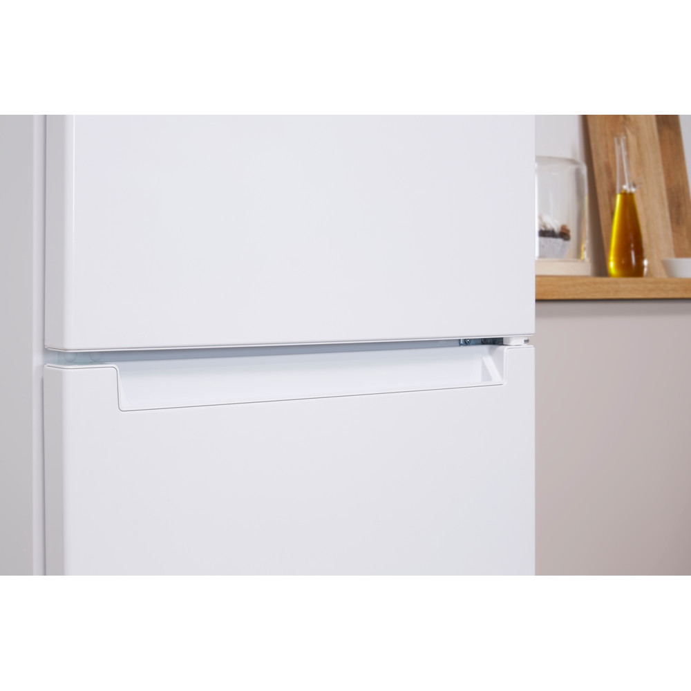 Indesit Холодильник с морозильной камерой Отдельно стоящий LI8 N1 W Белый 2 doors Lifestyle detail