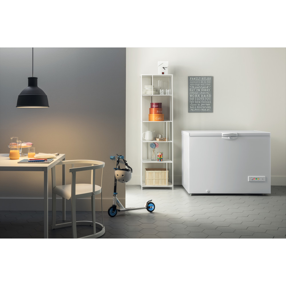 Indesit Congelatore A libera installazione OS 1A 400 H 1 Bianco Lifestyle frontal open