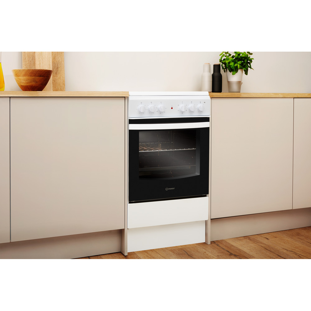 Indesit Cooker IS5V4KHW/UK White Electrical Lifestyle perspective