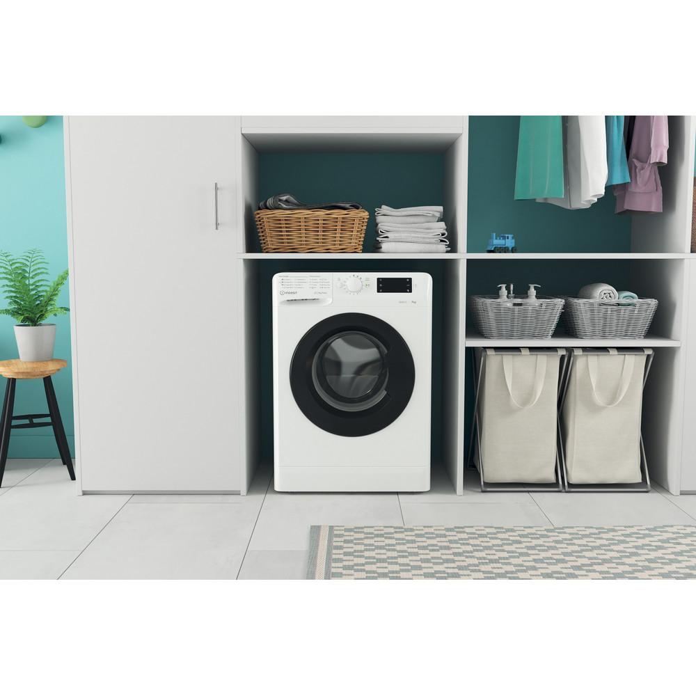 Indsit Maşină de spălat rufe Independent MTWE 71252 WK EE Alb Încărcare frontală A +++ Lifestyle frontal