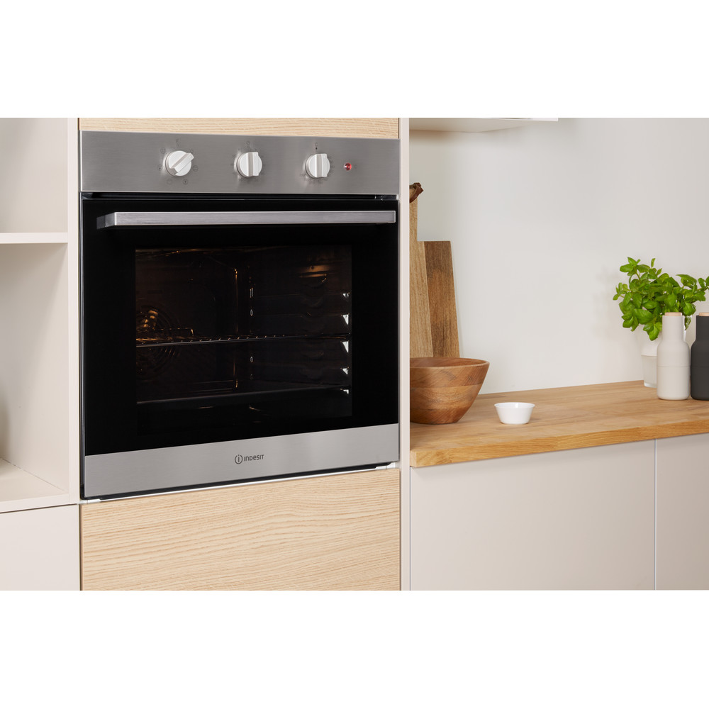 Indesit OVEN Built-in IFW 6330 IX UK Electric A Lifestyle_Perspective