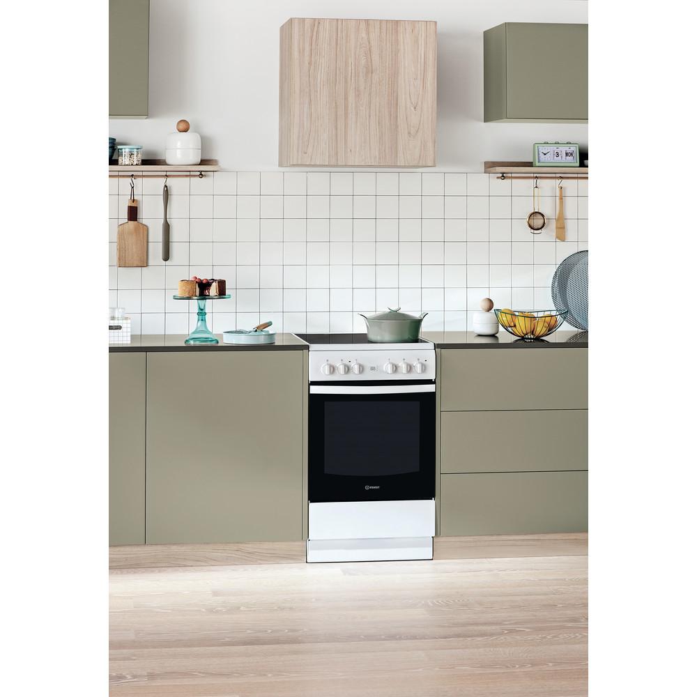 Indesit Cuisinière IS5V5GCW/E Blanc Electrique Lifestyle perspective
