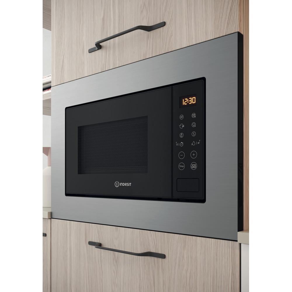 Indesit Microondas Encastre MWI 120 GX Acero inoxidable Electrónico 20 MW + Función Grill 800 Lifestyle perspective