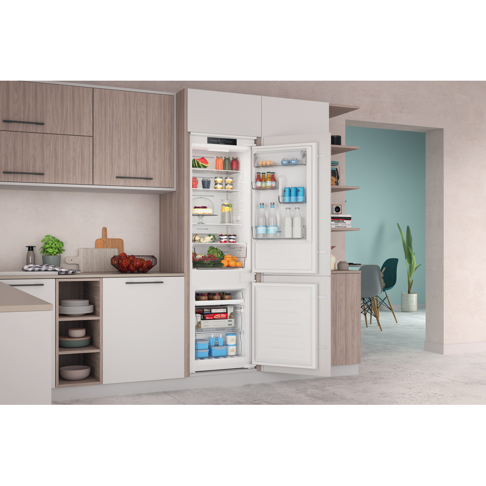 Indesit Combinado Encastre INC18 T311 Branco 2 doors Lifestyle perspective open
