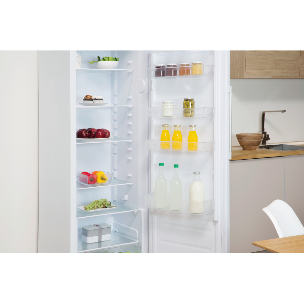 Indesit Refrigerator Free-standing SI6 1 W UK.1 Global white Lifestyle perspective open