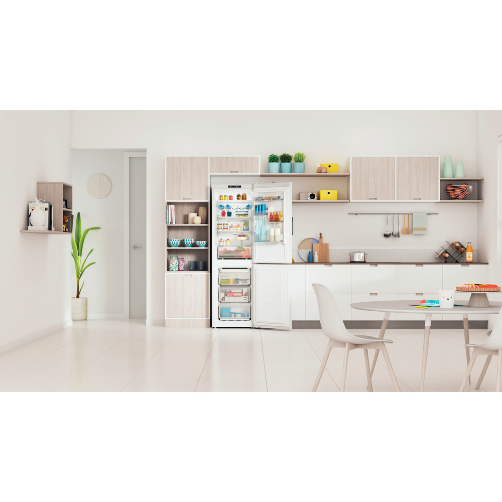 Indesit Kombinovaná chladnička s mrazničkou Voľne stojace INFC8 TI21W Biela 2 doors Lifestyle frontal open