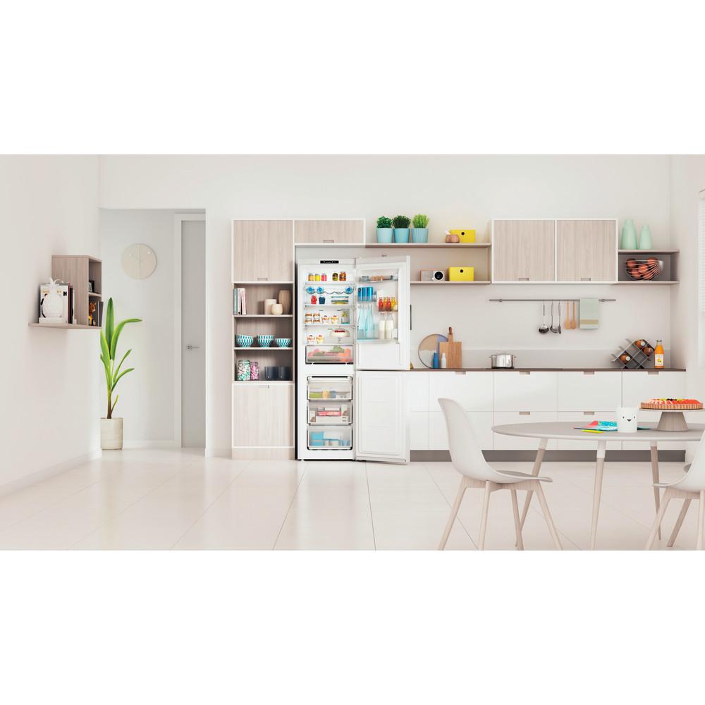 Indesit Kombinerat kylskåp/frys Fristående INFC8 TI21W White 2 doors Lifestyle frontal open