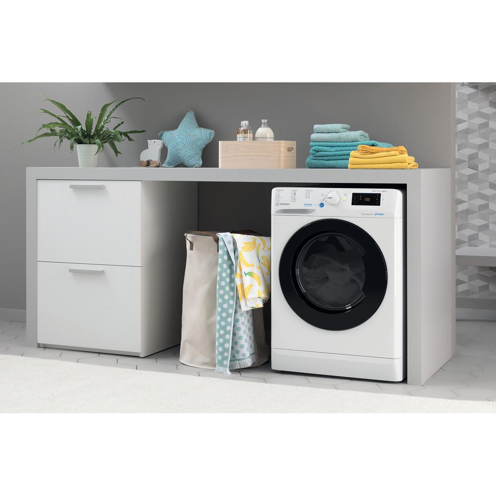Indesit Kombineret vaskemaskine/tørretumbler Fritstående BDE 1071482X WK EU N Hvid Frontbetjent Lifestyle perspective