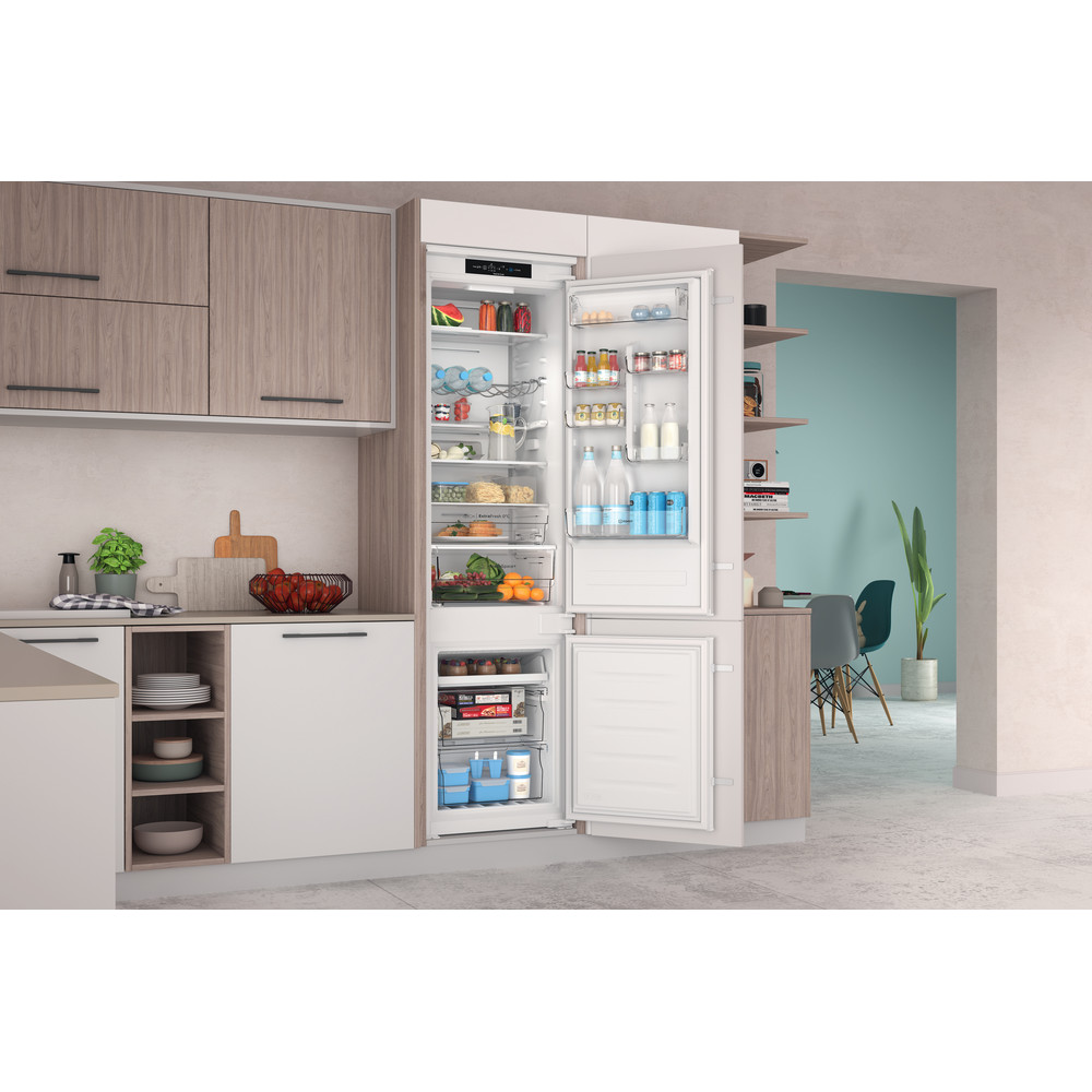 Indesit Combinazione Frigorifero/Congelatore Da incasso INC20 T332 Bianco 2 porte Lifestyle perspective open