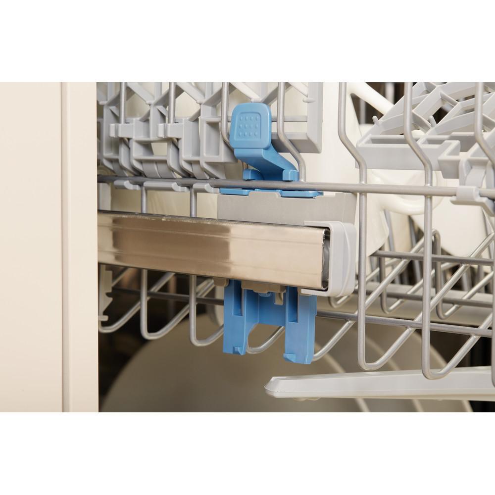 Indesit Myčka nádobí Volně stojící DSFE 1B10 Volně stojící A+ Lifestyle detail