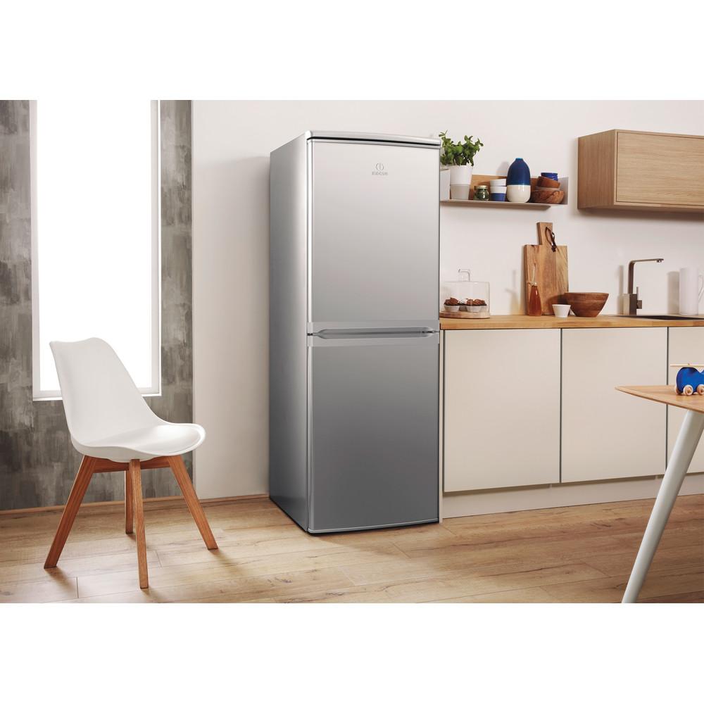 Indesit Combiné réfrigérateur congélateur Pose-libre CAA 55 NX 1 Inox 2 portes Lifestyle perspective