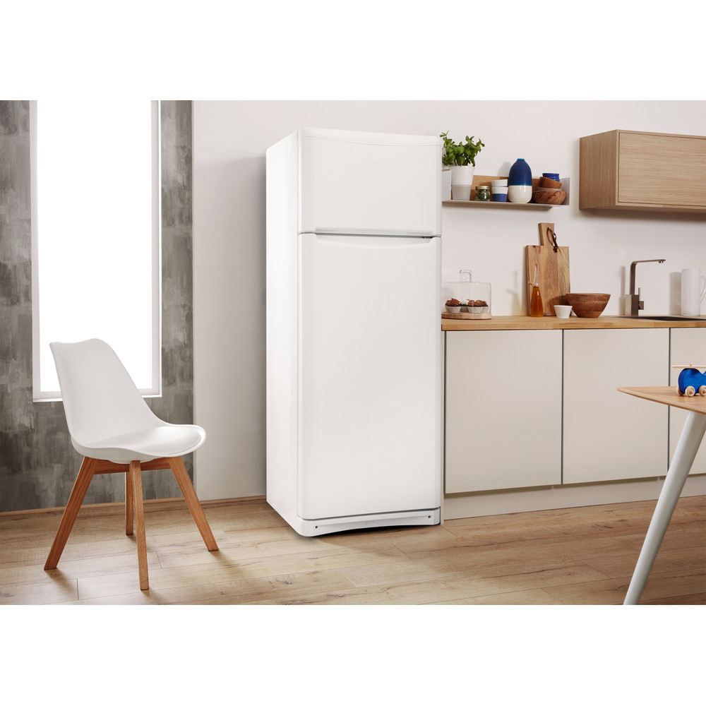 Indesit Hűtő/fagyasztó kombináció Szabadonálló TAA 5 1 Fehér 2 doors Lifestyle perspective
