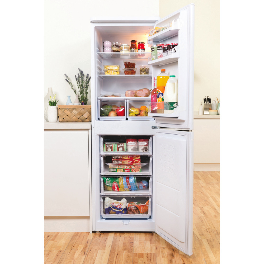 Indesit Fridge-Freezer Combination Free-standing IBD 5517 W UK 1 White 2 doors Lifestyle frontal open