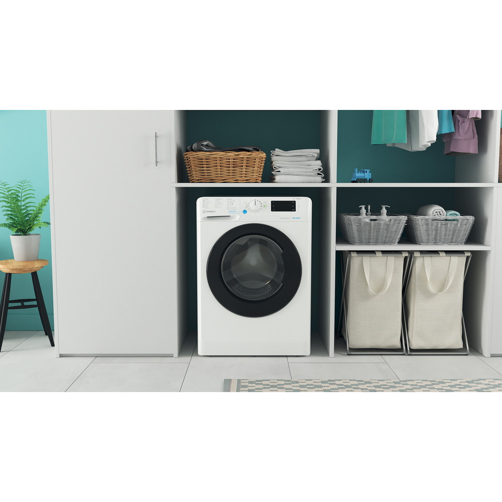 Indesit Lave-linge Pose-libre BWEBE 81484X WK N Blanc Frontal A+++ Lifestyle frontal