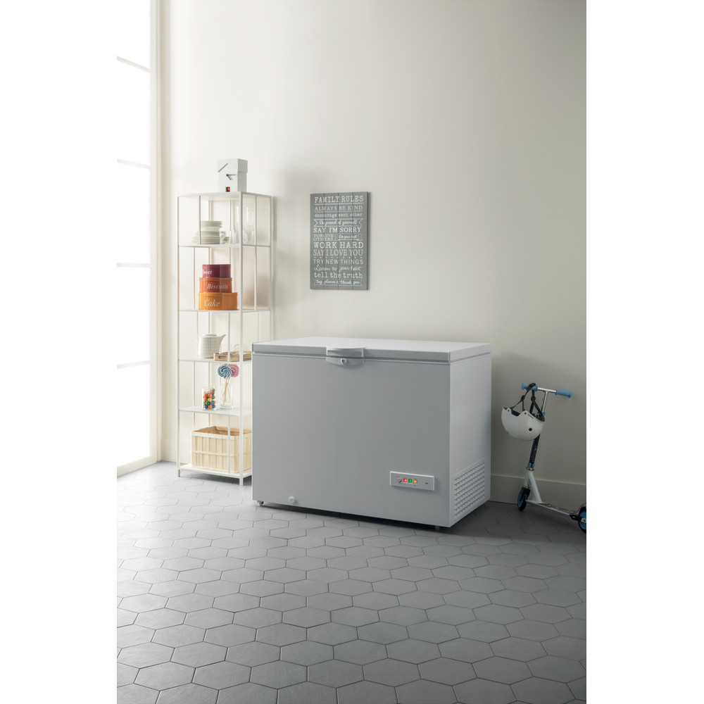 Indesit Congelador Livre Instalação OS 1A 400 H 1 Branco Lifestyle perspective