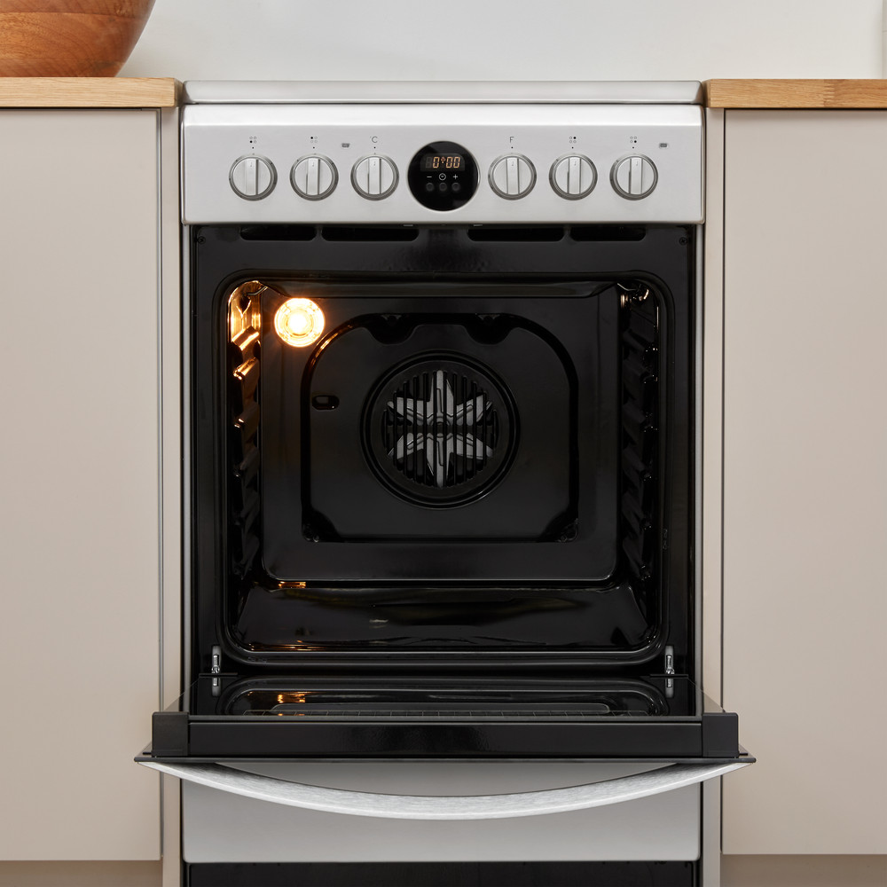Indesit Pliit IS5V8CHX/E Roostevaba teras Electrical Lifestyle frontal open