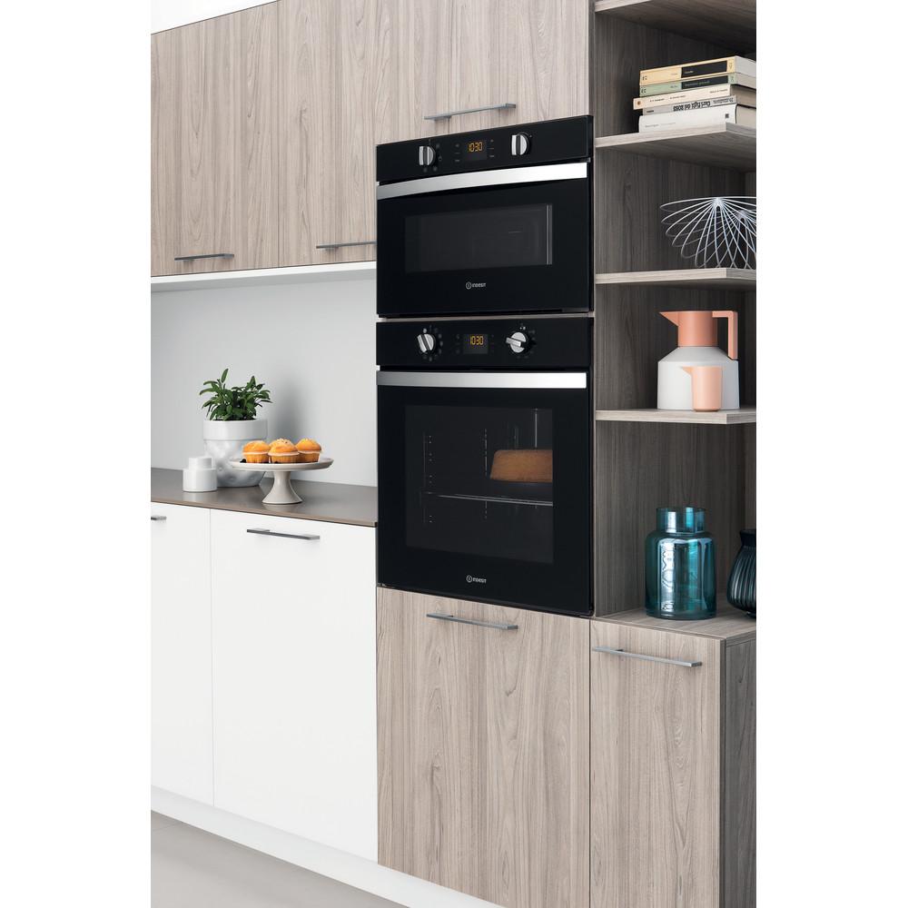Indesit Oven Ingebouwd IFW 4844 H BL Elektrisch A+ Lifestyle perspective