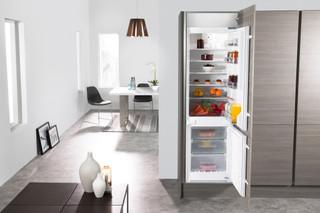 Whirlpool built in fridge freezer: frost free - ART 872/A+/NF