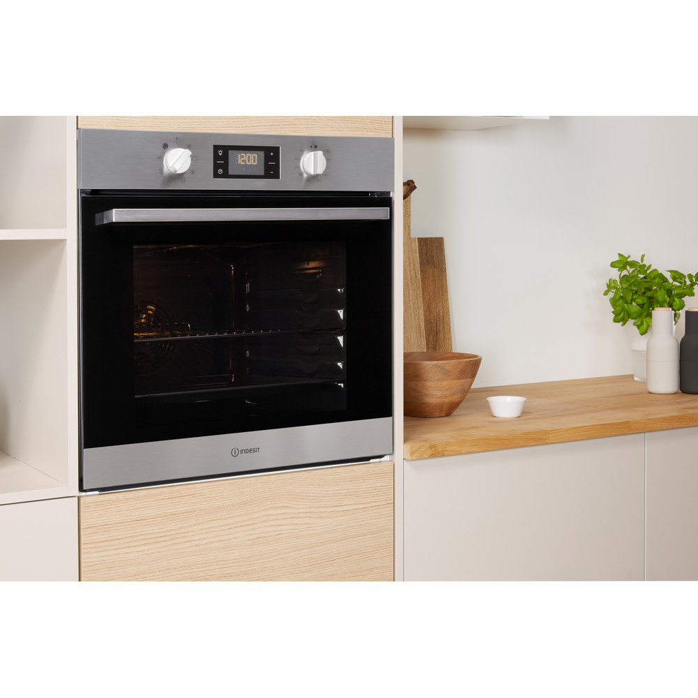 Indesit OVEN Built-in IFW 6340 IX UK Electric A Lifestyle perspective