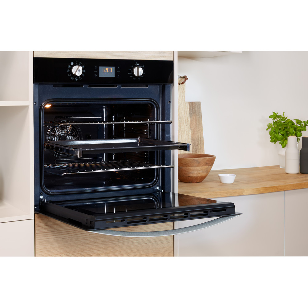 Indesit OVEN Built-in IFW 4841 C BL UK Electric A+ Lifestyle_Perspective_Open