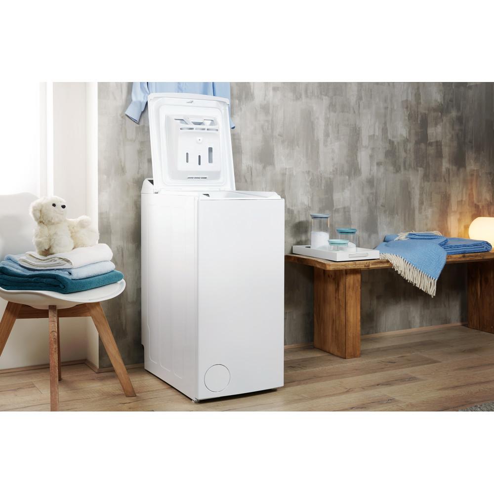 Indesit Pračka Volně stojící BTW E71253P (EU) Bílá Top loader A+++ Lifestyle perspective open