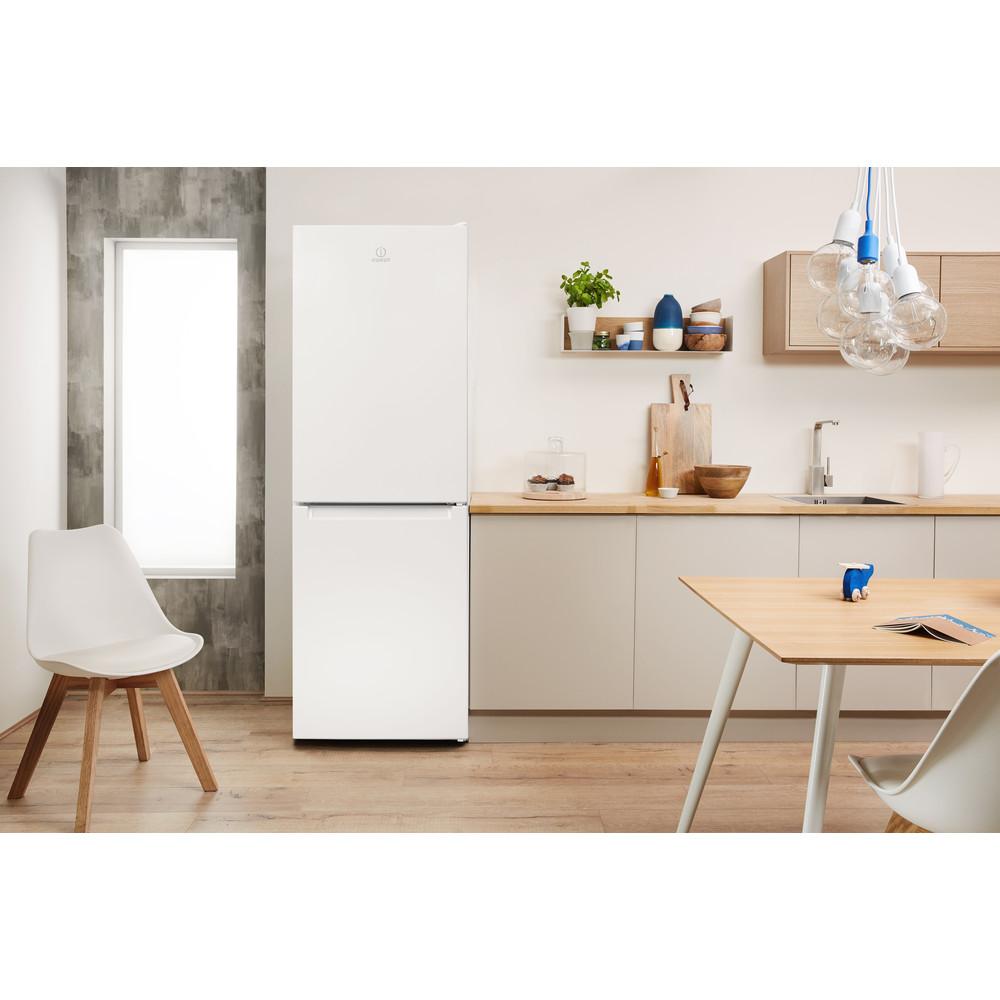 Indesit Kombinovaná chladnička s mrazničkou Voľne stojace LR7 S2 W Biela 2 doors Lifestyle frontal