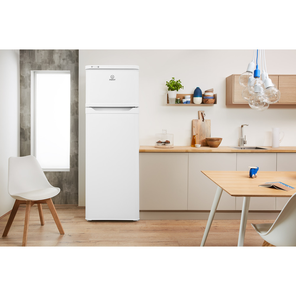 Indesit Kombinovaná chladnička s mrazničkou Voľne stojace RAAA 29 Biela 2 doors Lifestyle frontal