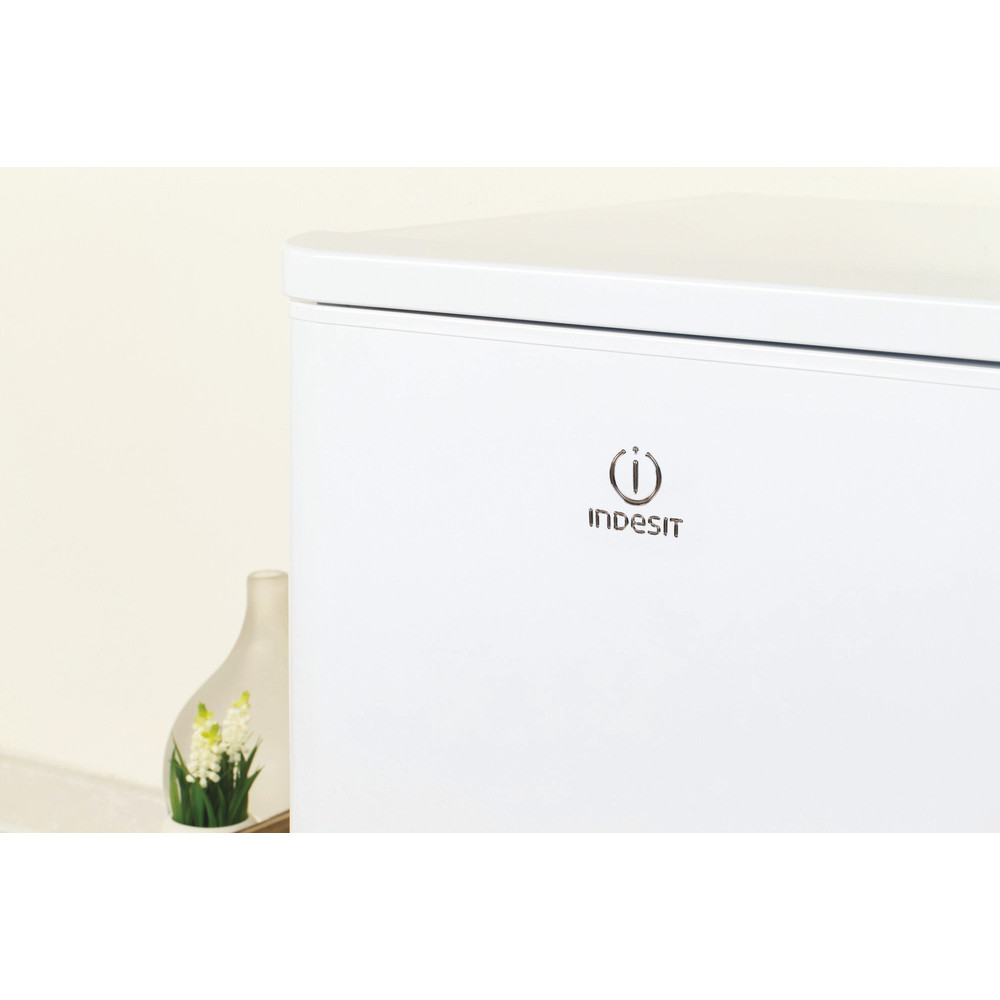 Indesit Комбиниран хладилник с камера Свободностоящи NCAA 55 Бял 2 врати Lifestyle detail