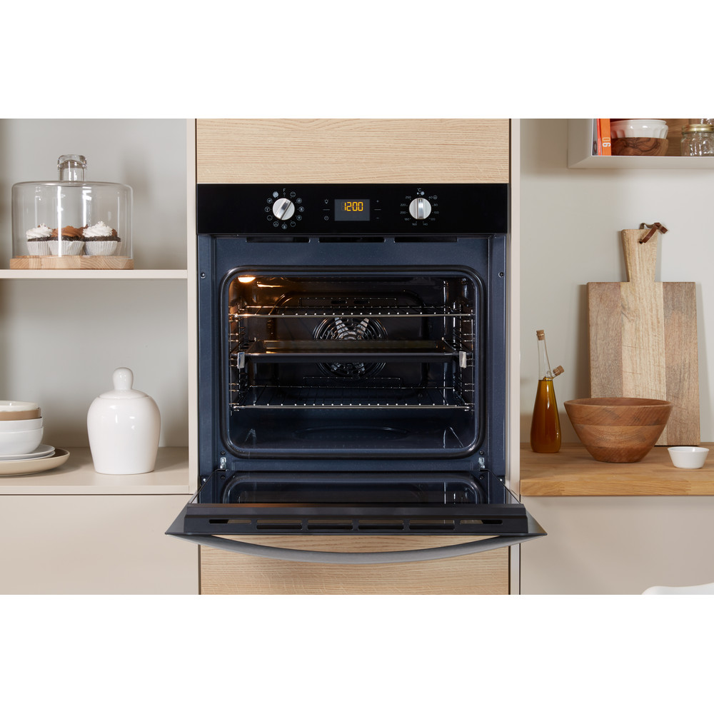 Indesit OVEN Built-in IFW 4841 C BL UK Electric A+ Lifestyle_Frontal_Open