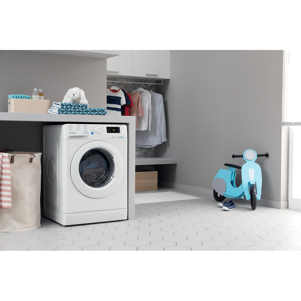 Indesit Washing machine Free-standing BWE 101683X W UK N White Front loader A+++ Lifestyle perspective