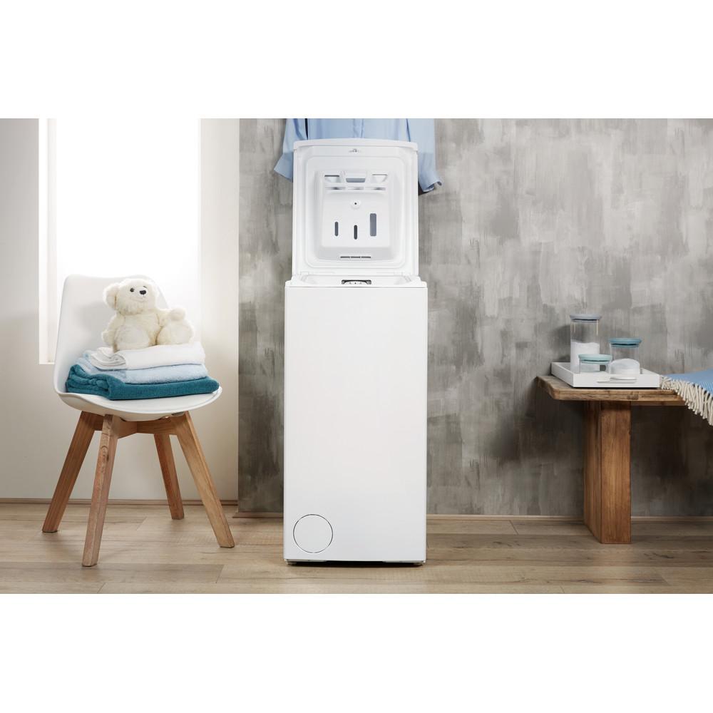 Indesit Pračka Volně stojící BTW E71253P (EU) Bílá Top loader A+++ Lifestyle frontal open
