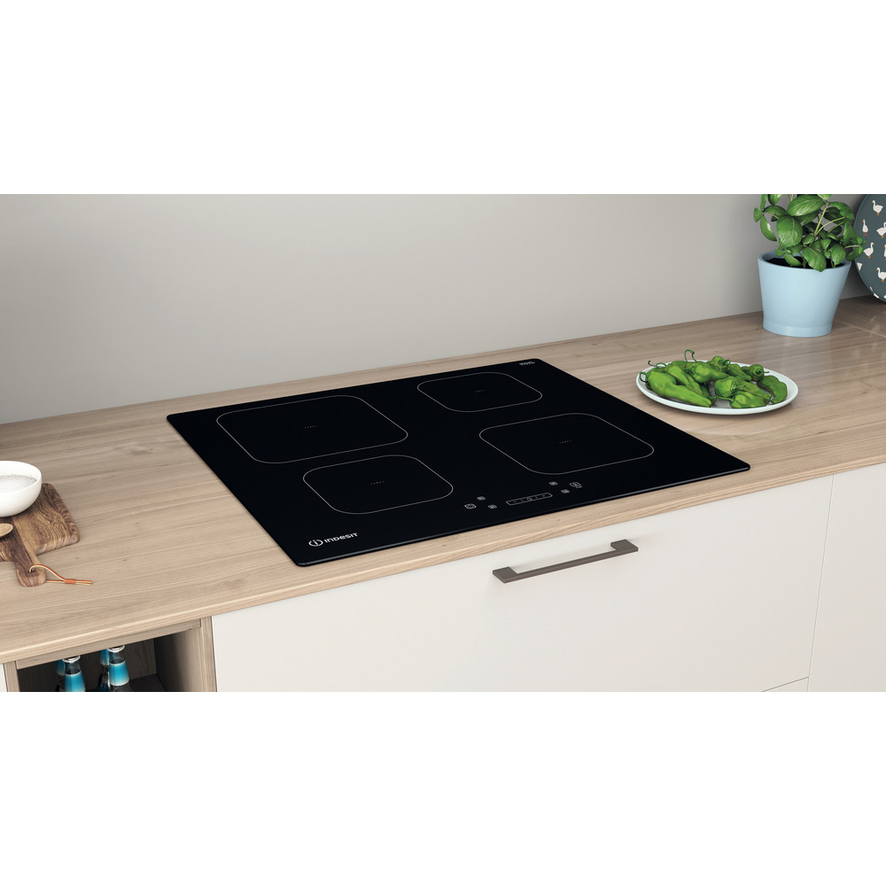 Indesit Spishäll IS 83Q60 NE Black Induction vitroceramic Lifestyle perspective