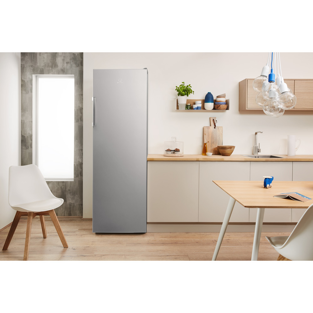 Indesit Kühlschrank Freistehend SI6 1 S Silber Lifestyle frontal