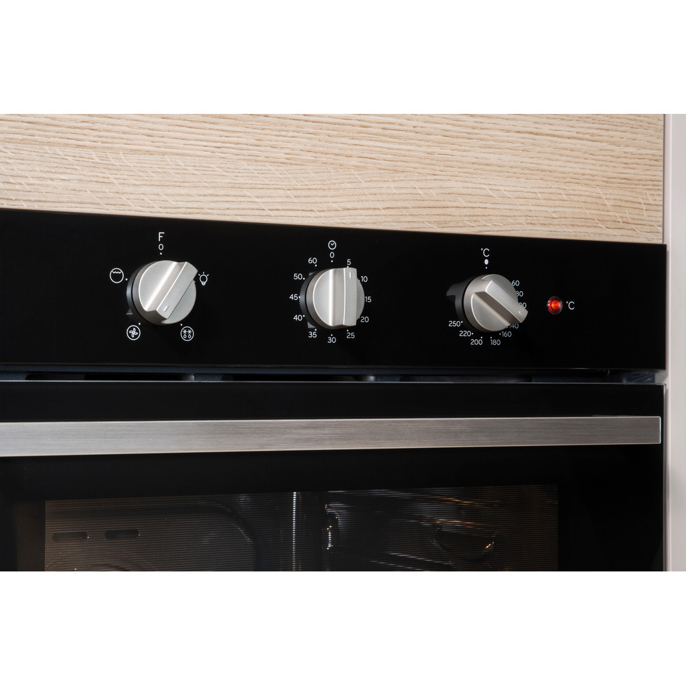 Indesit OVEN Built-in IFW 6330 BL UK Electric A Lifestyle_Control_Panel