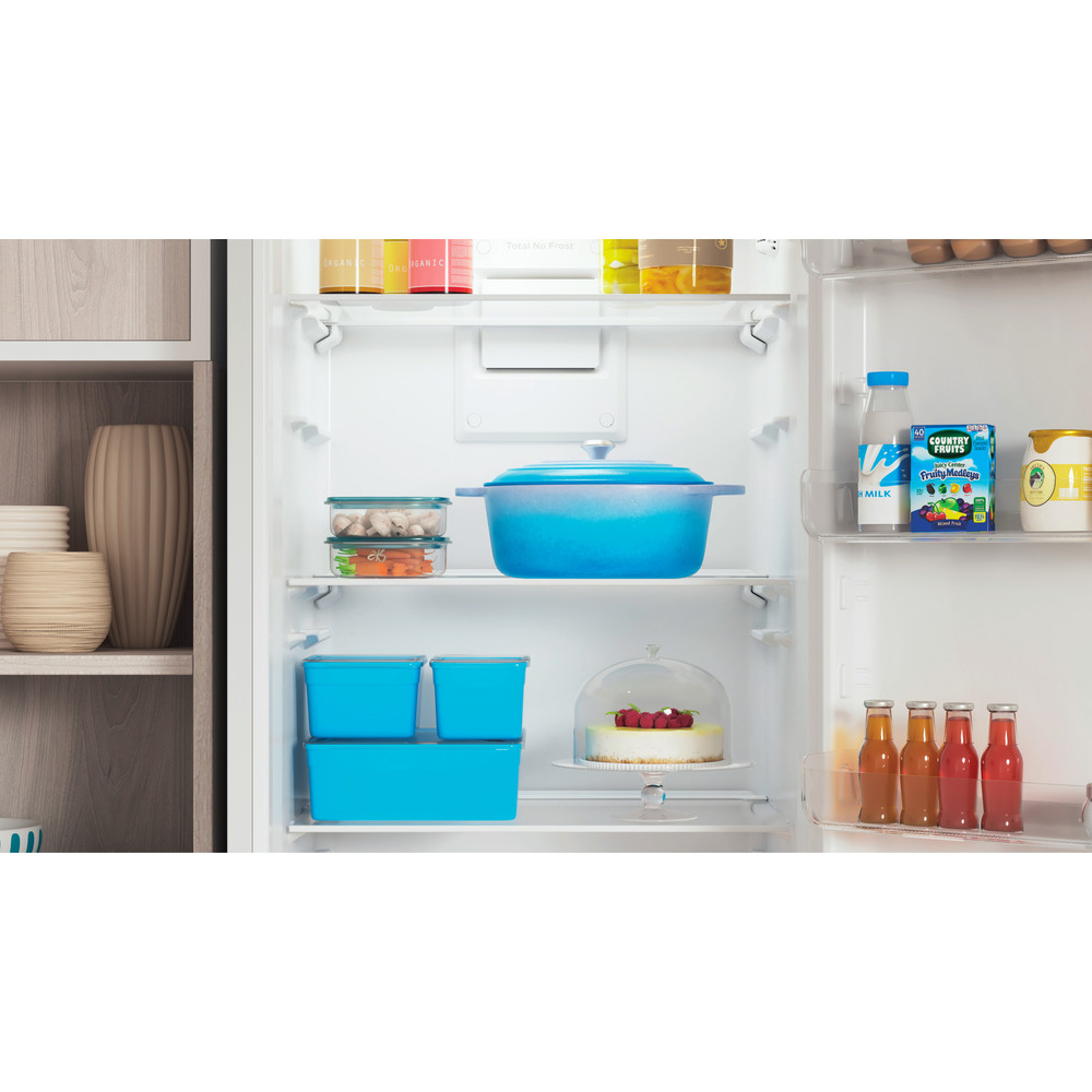 Indesit Холодильник с морозильной камерой Отдельностоящий ITR 4200 W Белый 2 doors Lifestyle detail