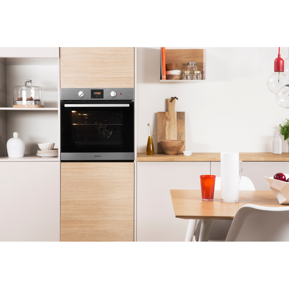 Indesit OVEN Built-in IFW 65Y0 IX UK Electric A Lifestyle_Frontal