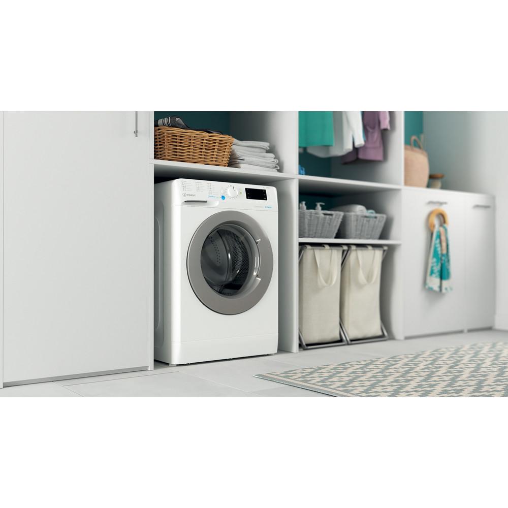 Indesit Tvättmaskin Fristående BWE 81484X WS EE N White Front loader C Lifestyle perspective