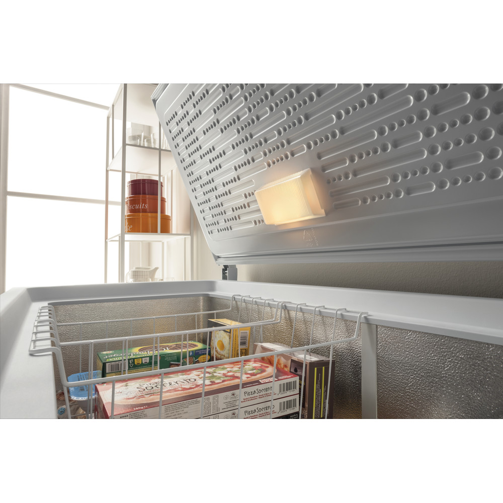 Indesit Congelatore A libera installazione OS 1A 400 H 1 Bianco Lifestyle perspective open