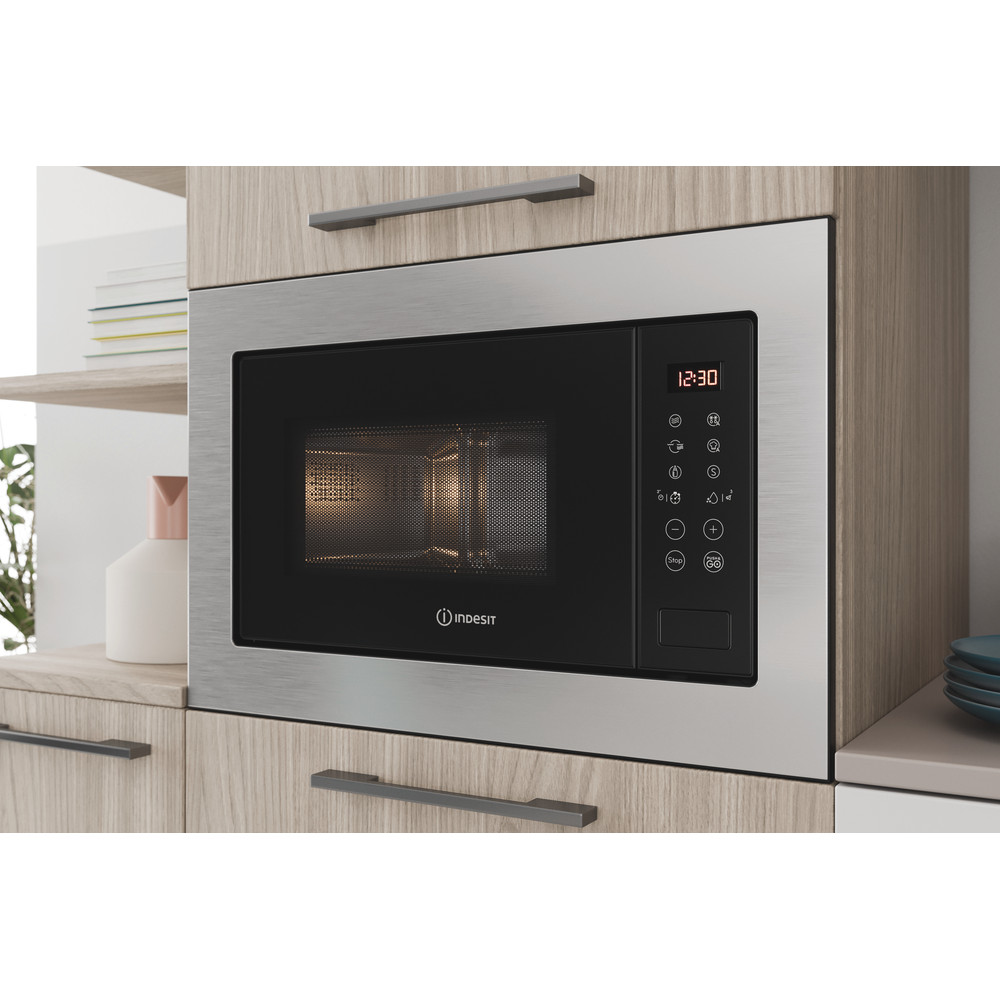 Indesit Microonde Da incasso MWI 125 GX Stainless Steel Elettronico 25 Microonde + grill 900 Lifestyle perspective open