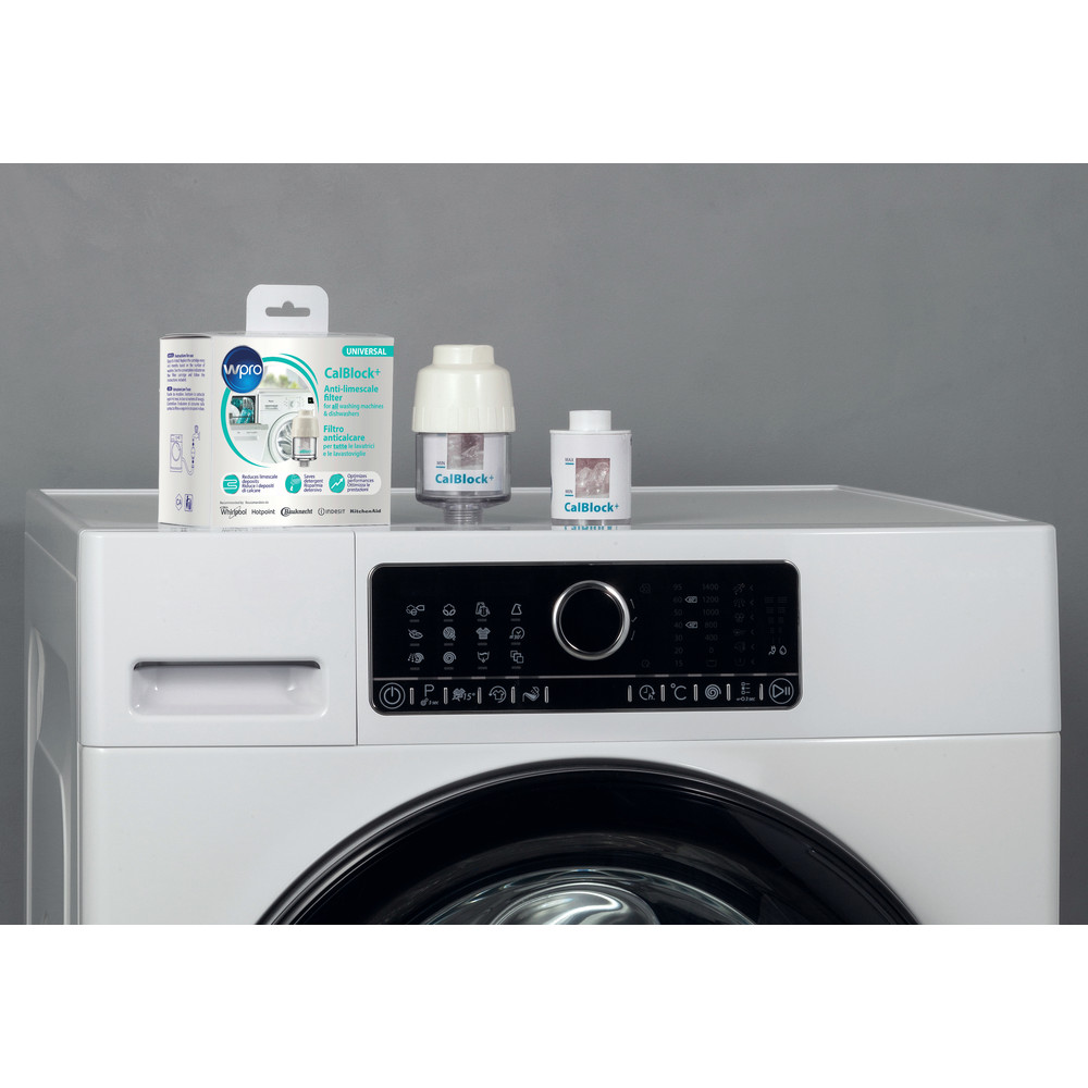 Indesit WASHING CAL100 Lifestyle detail