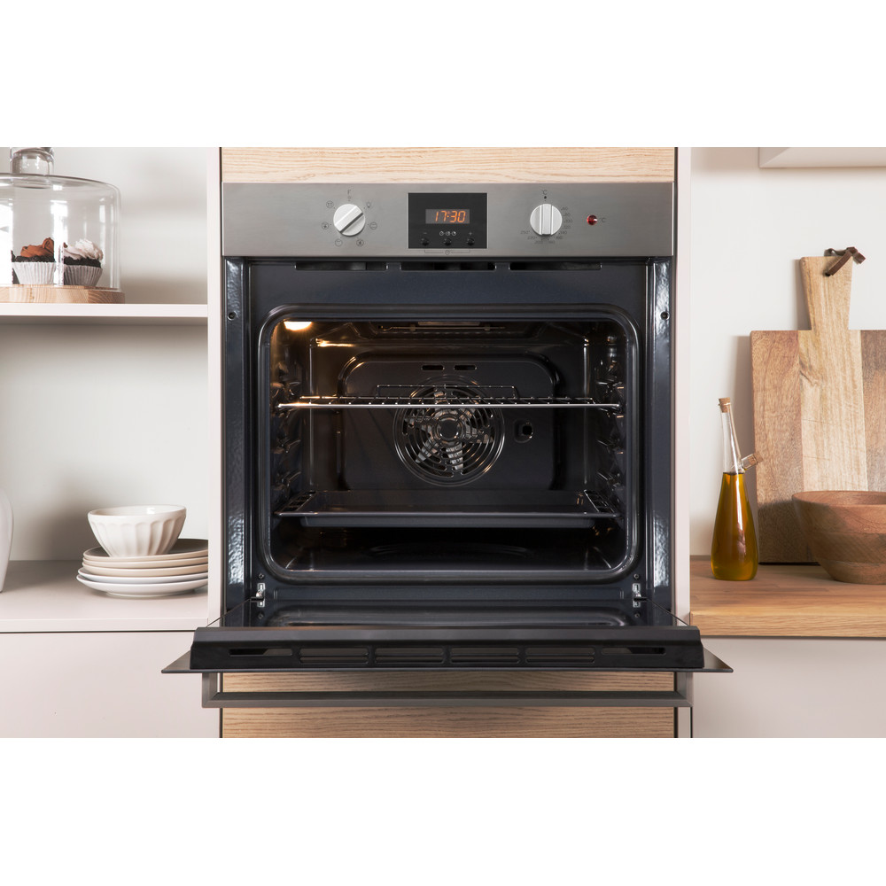 Indesit OVEN Built-in IFW 65Y0 IX UK Electric A Lifestyle_Frontal_Open