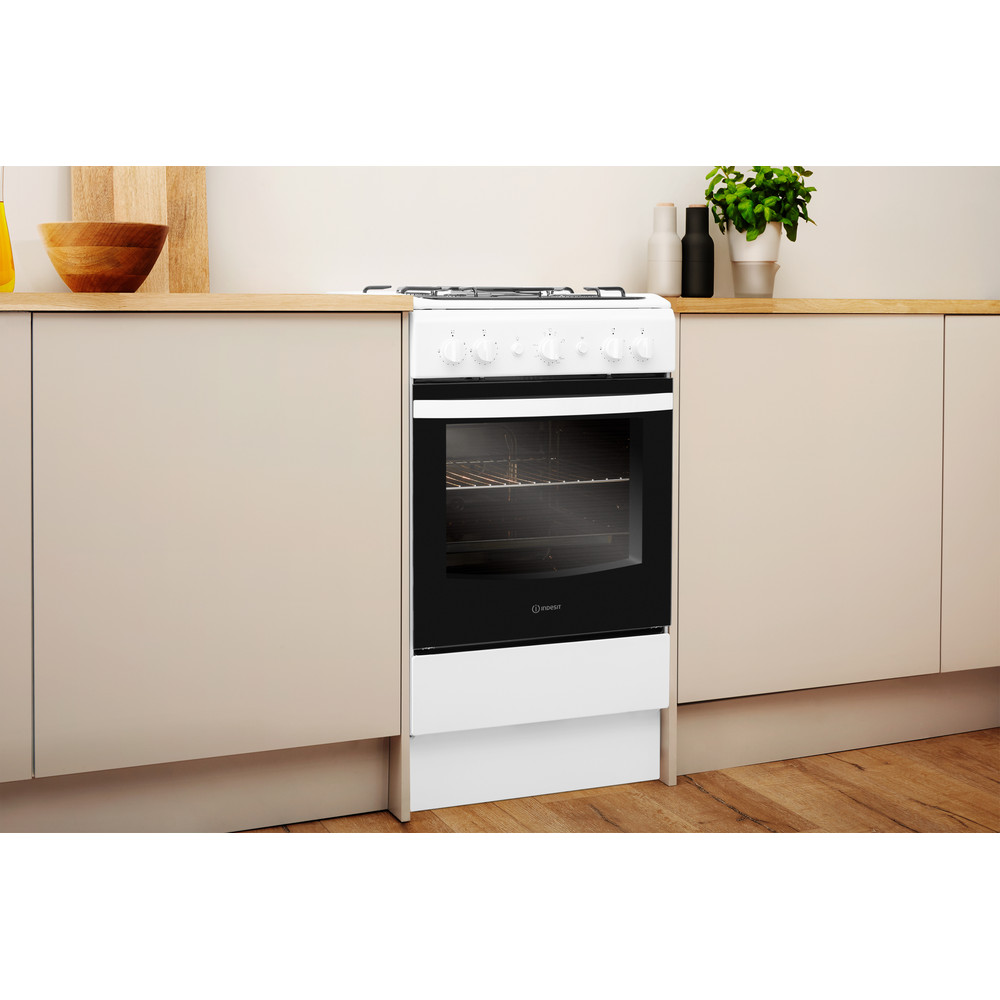 Indesit Cooker IS5G1KMW/U White GAS Lifestyle perspective