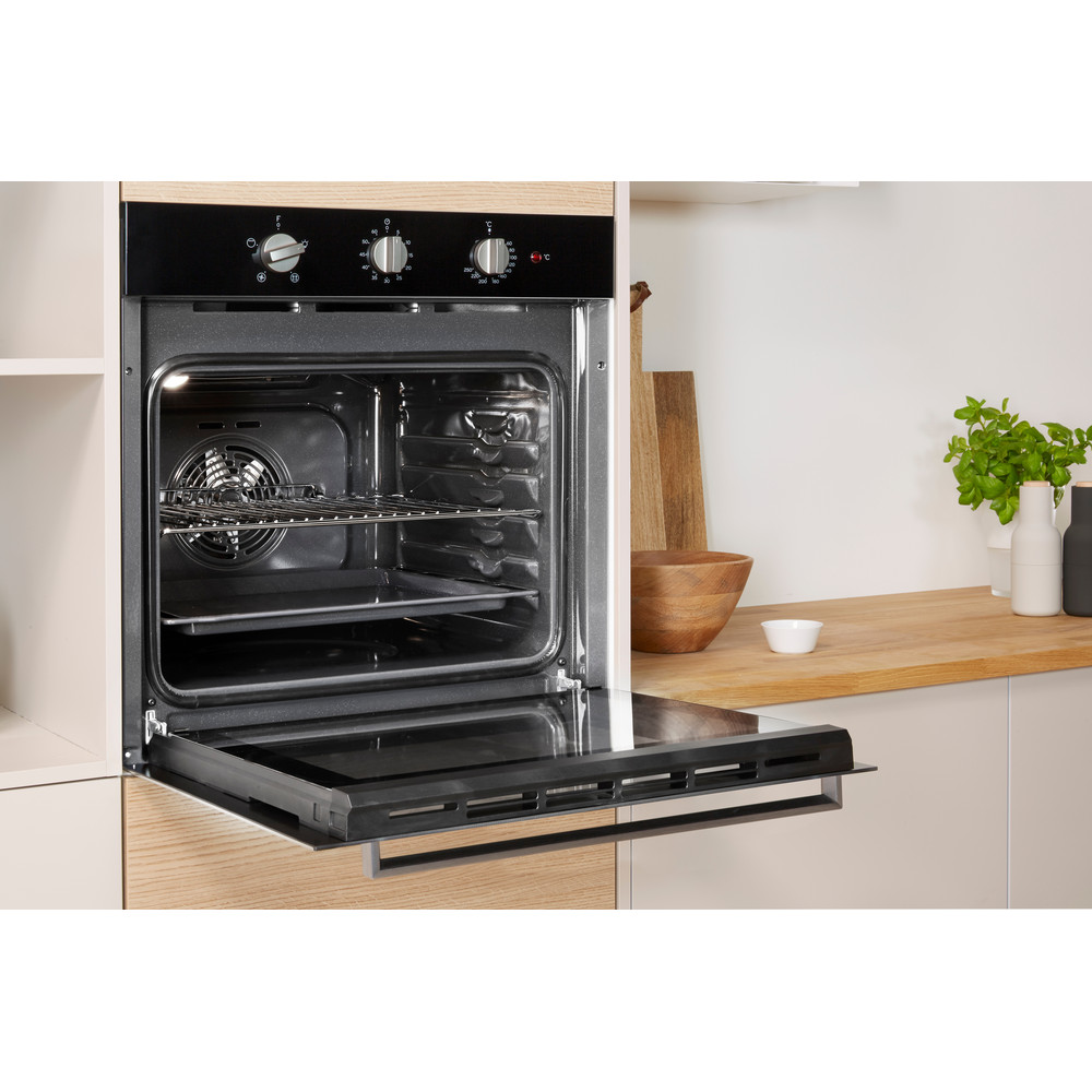 Indesit OVEN Built-in IFW 6330 BL UK Electric A Lifestyle_Perspective_Open
